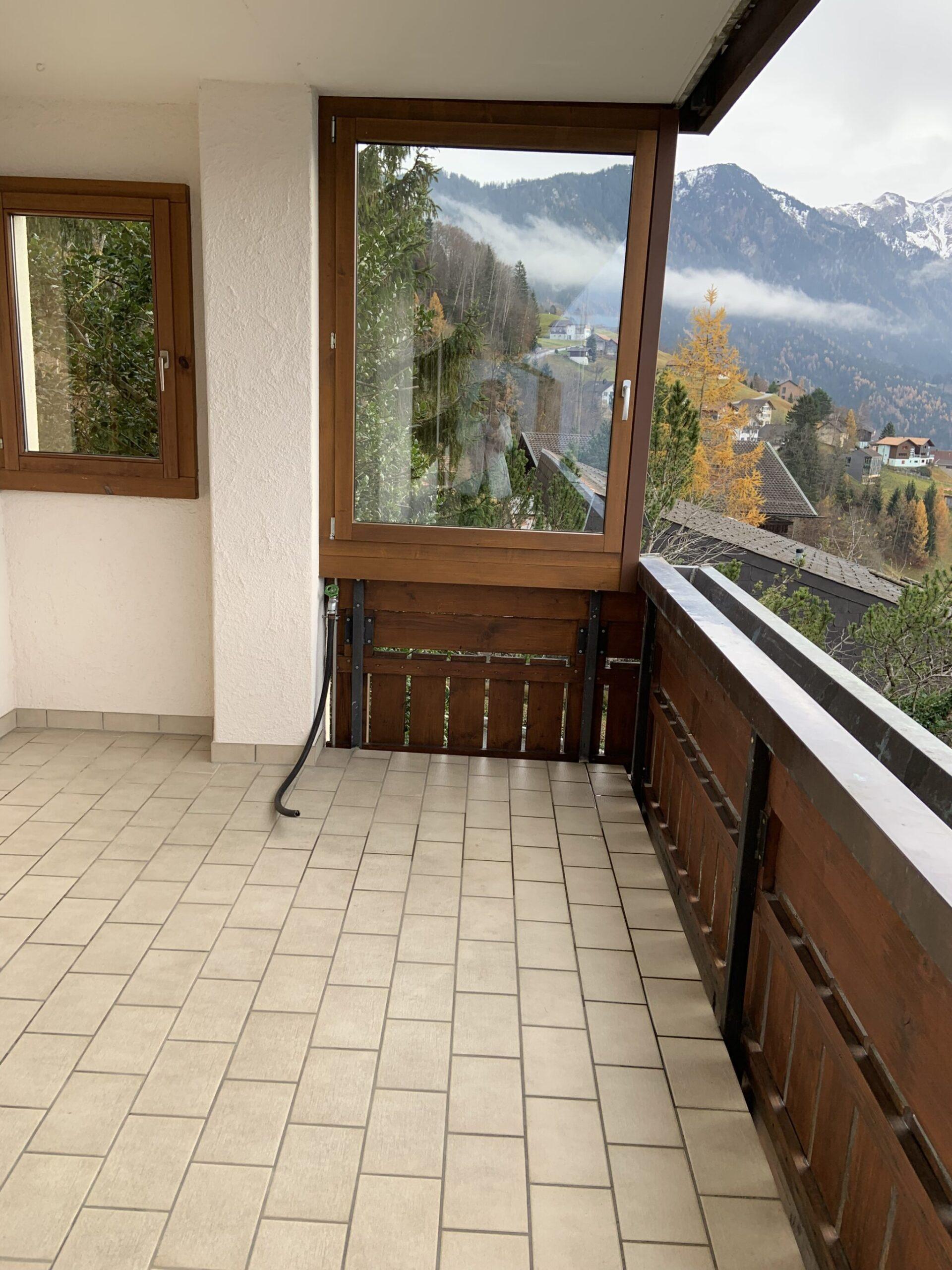 gedeckter Sitzplatz Balkon mit Wasseranschluss